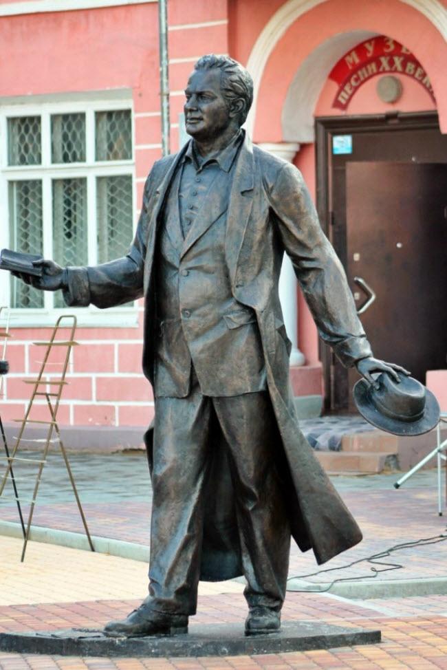 Памятник Алексею Фатьянову
