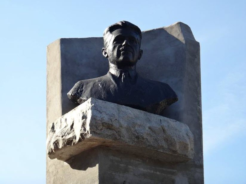 Памятник И.Ф. Тевосяну