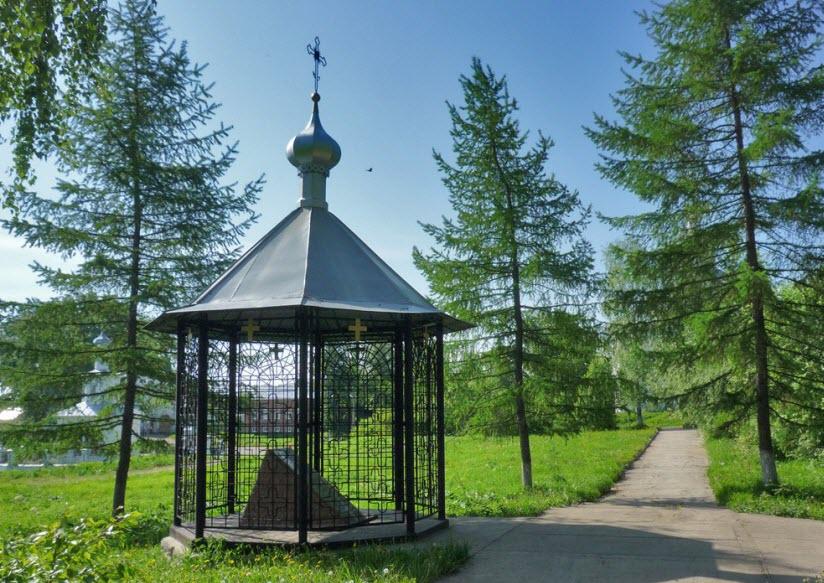 Памятник меценатам