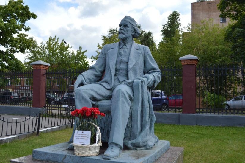 Памятник Н.Д. Зелинскому