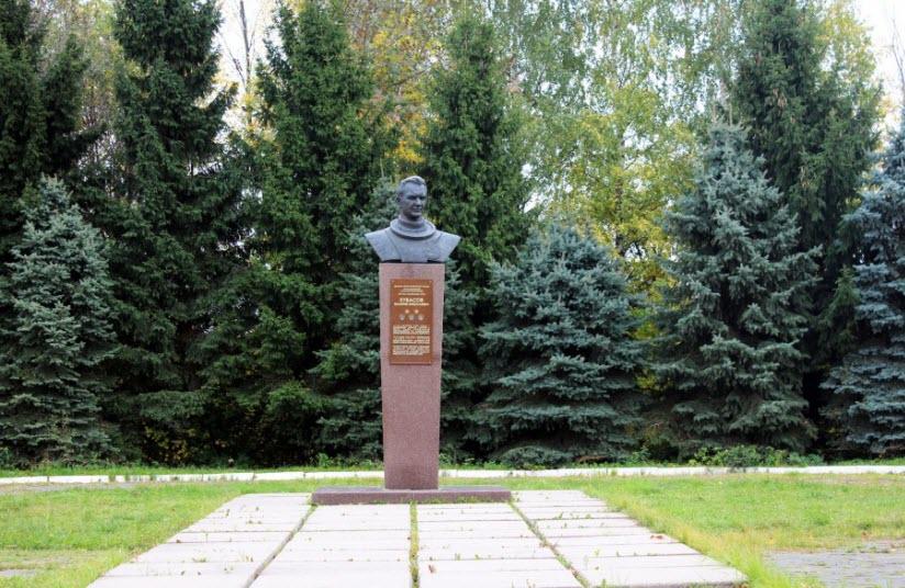 Памятник В.Н. Кубасову