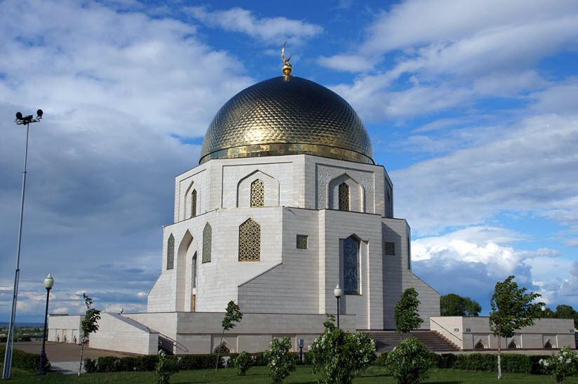 Памятный знак принятия ислама и музей Корана