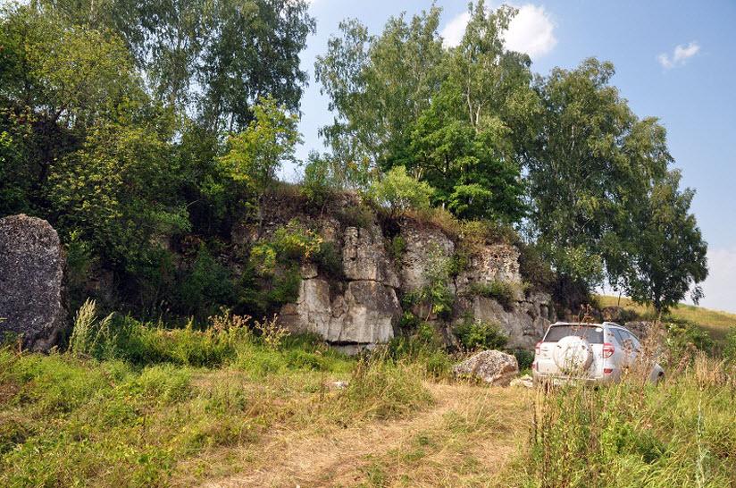 Скалы у реки Осетр