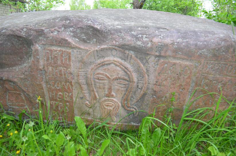 Камень-перстовик поселка Островское