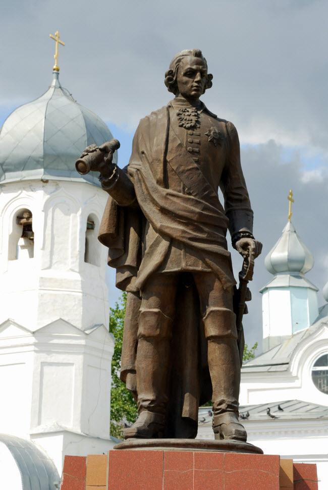 Памятник И.И. Неплюеву