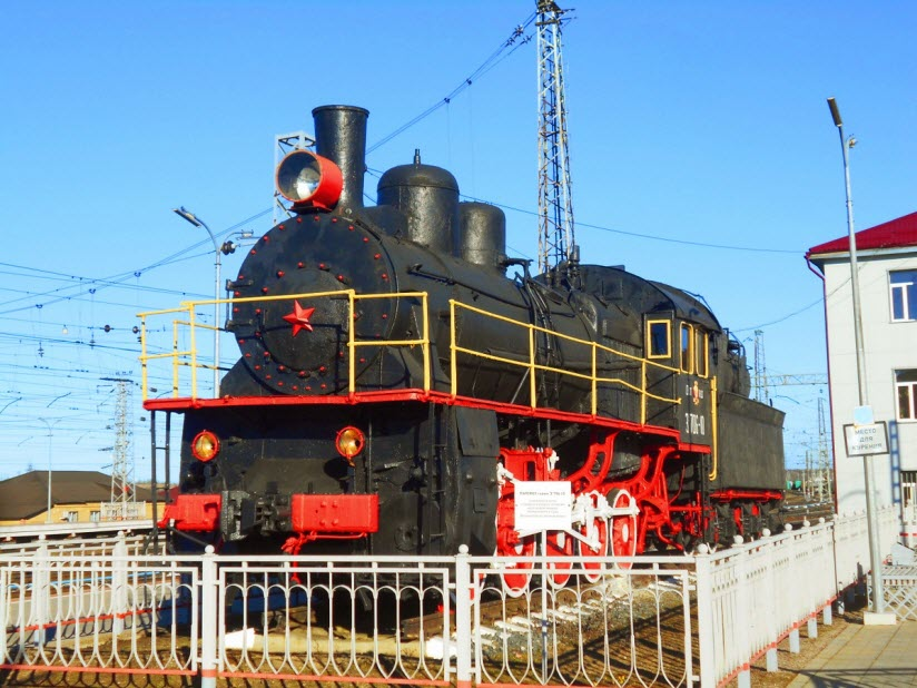 Памятник-паровоз Эу706-10