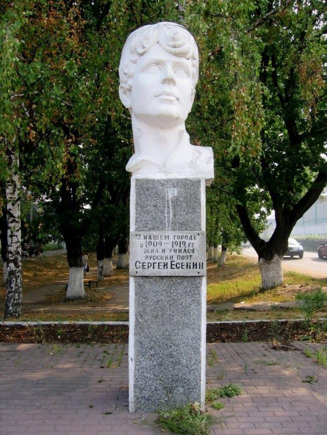 Памятники С.А. Есенину