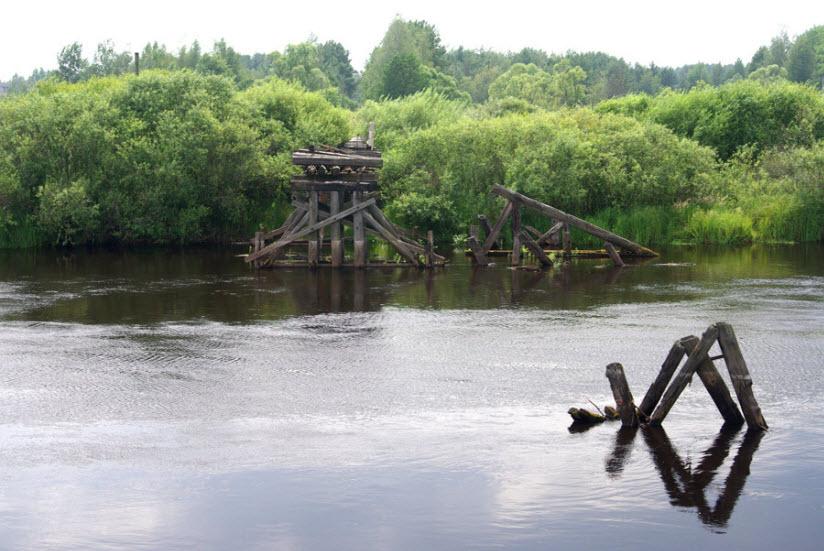 Руины железнодорожного моста