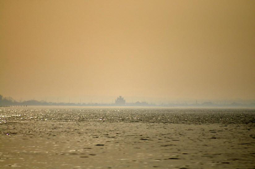 Дикий пляж между Пересыпью и Кучугурами