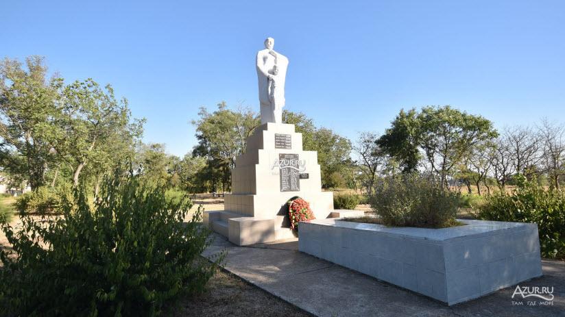 Памятник в честь 10-летия освобождения Таманского полуострова от фашистов
