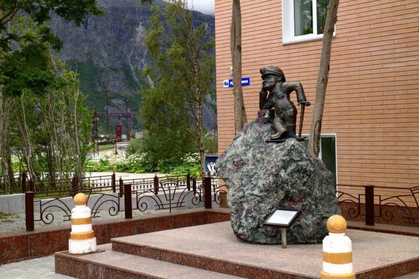 Памятник горнякам
