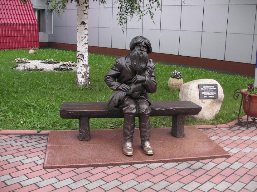 Памятник И. Селиванову