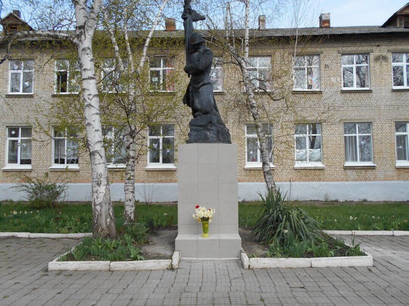Памятник ученикам и учителям, погибшим в годы ВОВ