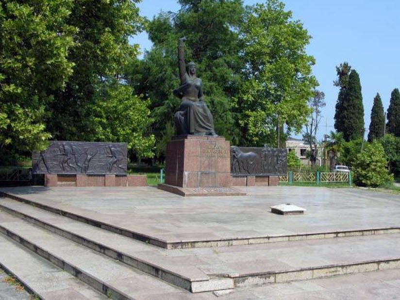 Памятник защитникам города во времена Великой Отечественной войны