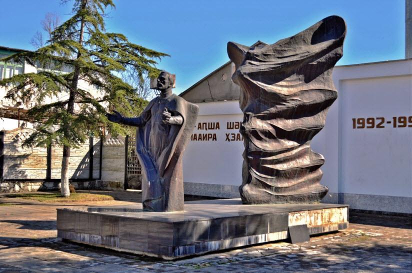 Памятник защитникам Родины в Отечественной войне 1992-1993 гг.