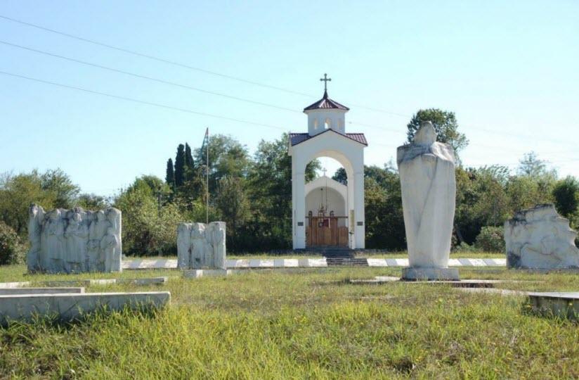 Памятник жертвам грузино-абхазской войны в селе Лыхны