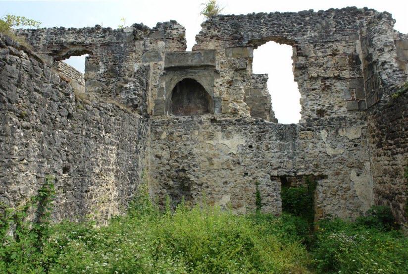 Развалины дворца Чачба-Шервашидзе