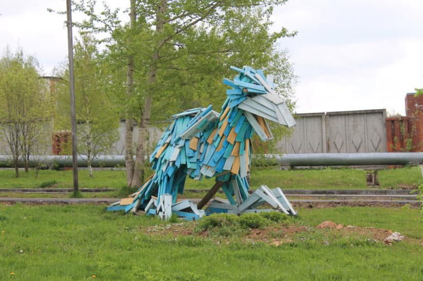 Скульптура «Радужный птицеящер»