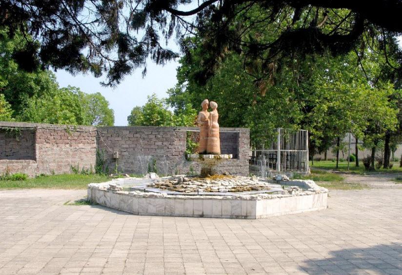 Скульптуры Гуды и Уты