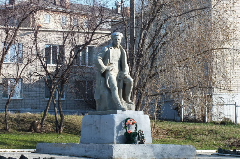 Памятник Аркадию Гайдару