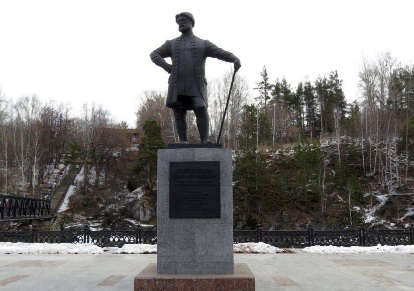 Памятник Ивану Твердышеву