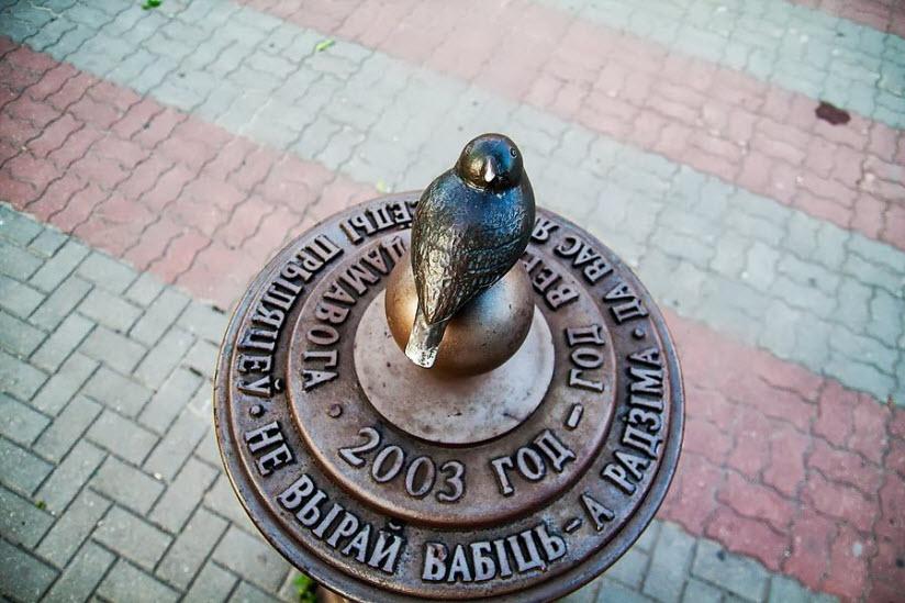 Памятник Воробью