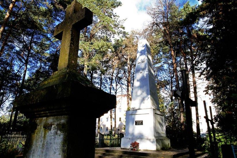 Памятник жертвам эпидемий 1920-1923 гг.
