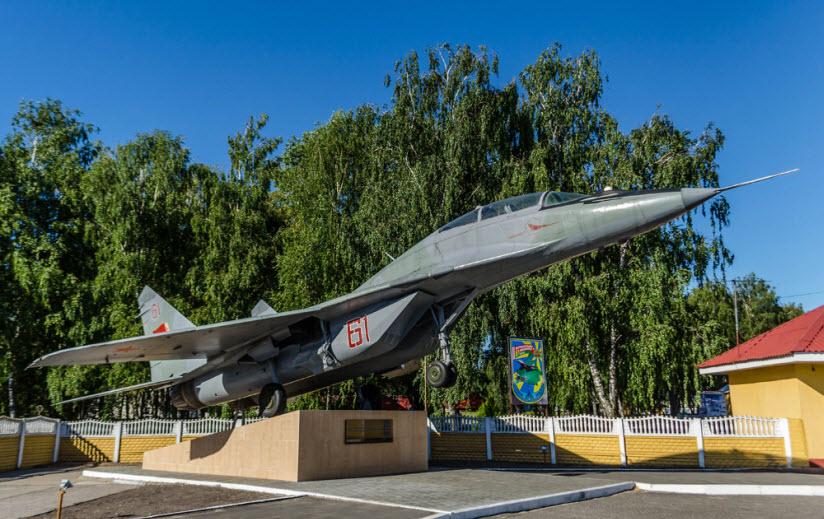 Самолёт памятник МиГ-29