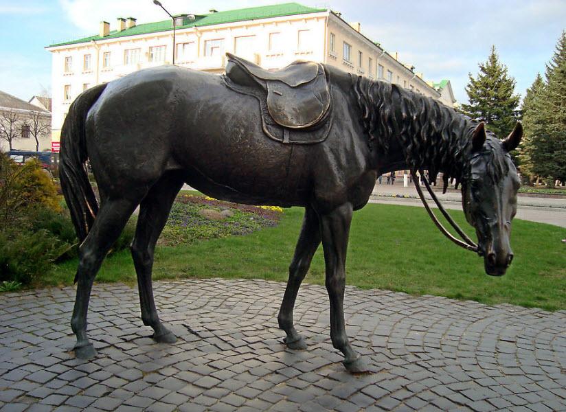 Скульптура «Лошадь»