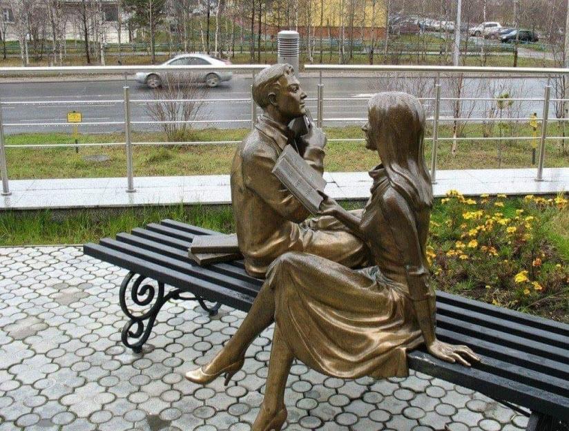 Памятник Читающей паре