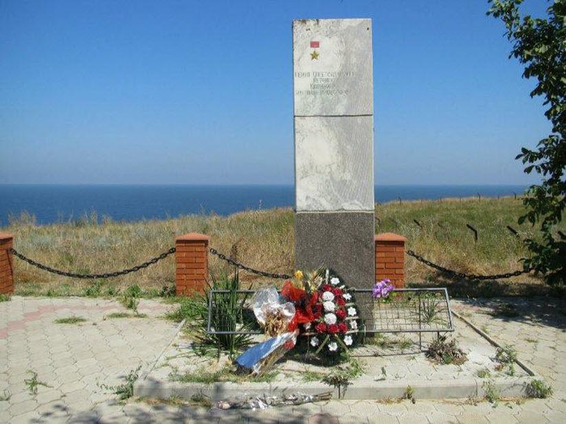 Памятник Герою Советского союза лётчику Калинину Н.Н.