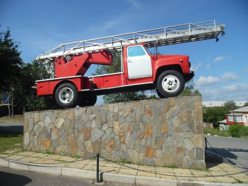 Памятник Пожарной машине