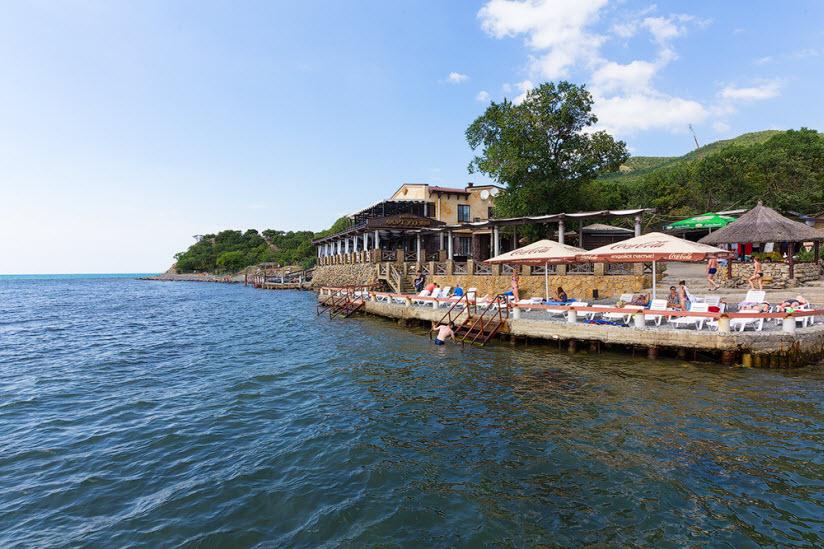 Пляж ресторана «Форт Утриш»