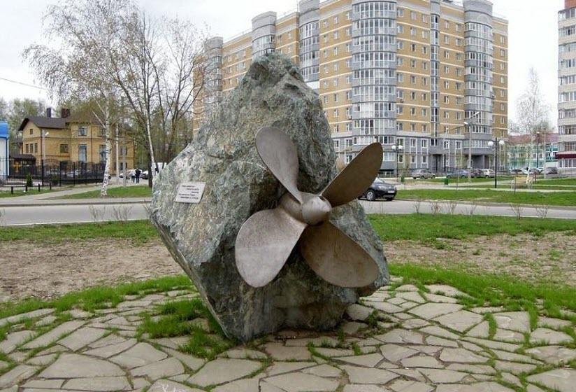 Памятник «Винт в камне»