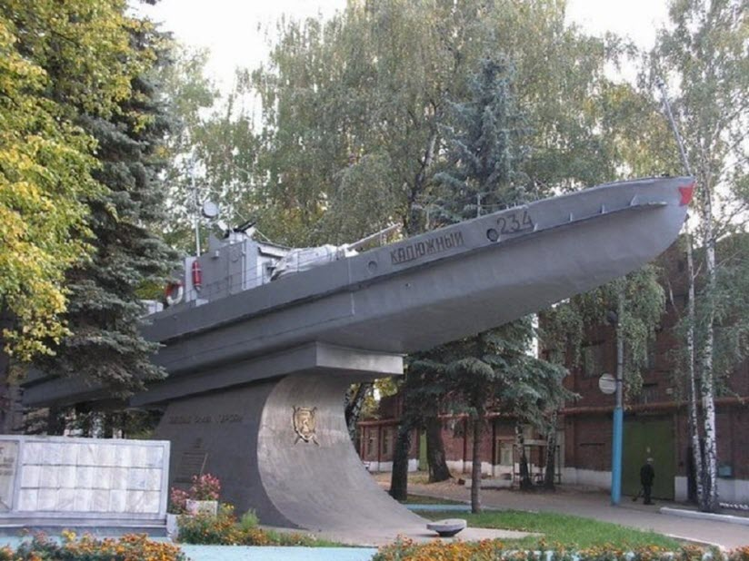 Памятник-бронекатер БКА-75 «Калюжный»