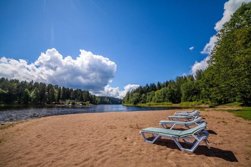 Пляж туристической базы «Хижина»
