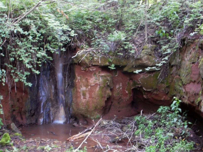 Водопад у деревни Помяловка