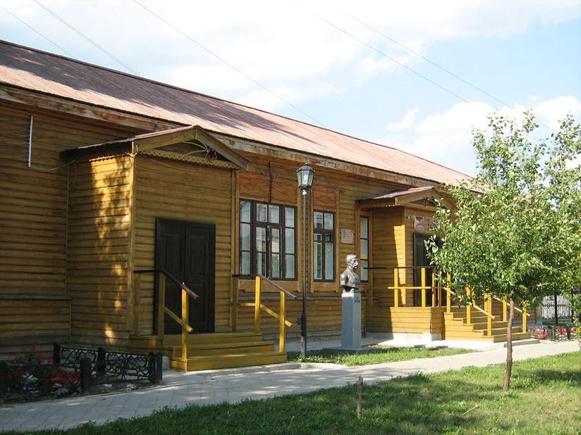 Здание женской школы