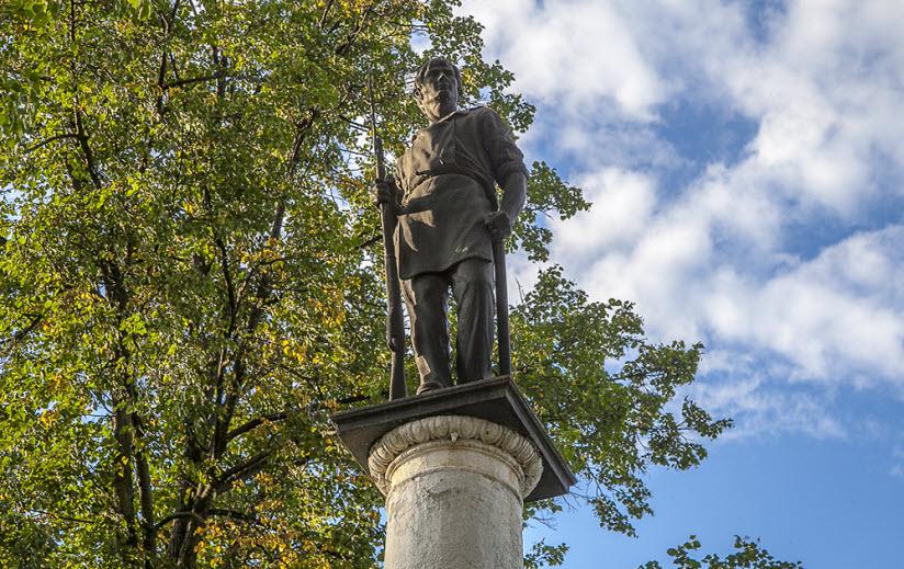 Памятник Павшим революционерам