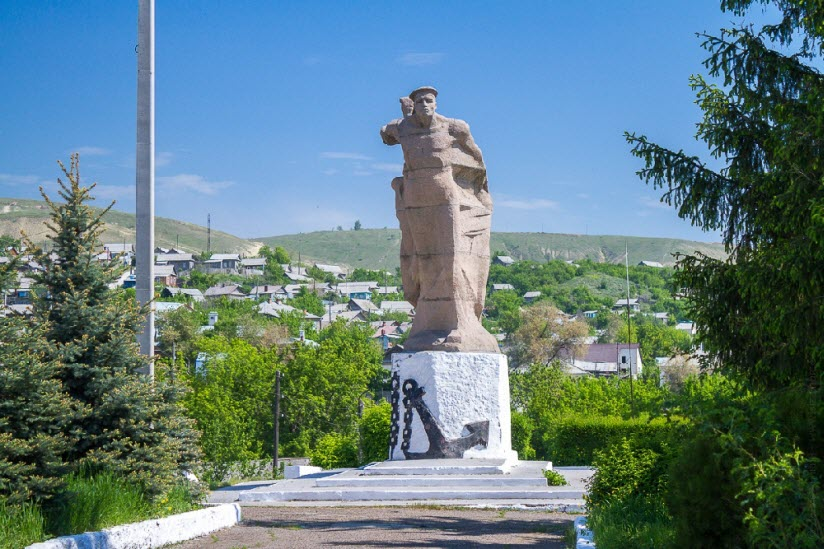Памятник морякам Волжской флотилии