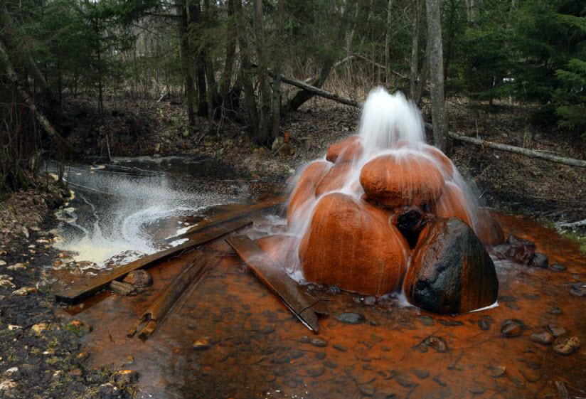 Природный фонтан в д. Меглецы