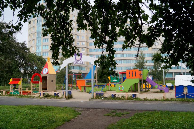 Сквер им. А. Канделя. Детская площадка «Тёма»