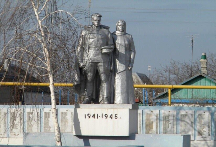 Братская могила жителей и советских воинов, погибших в годы ВОВ