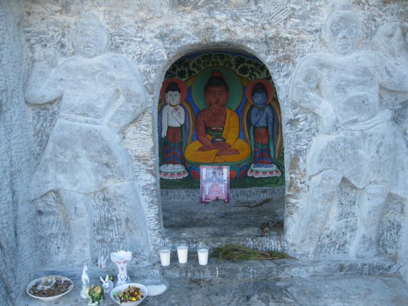 Буддийская ниша Суме