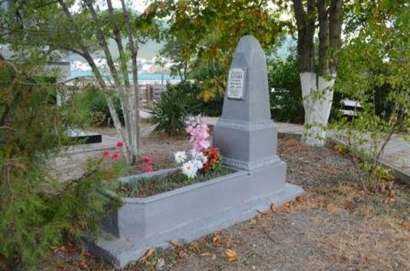 Могила В.Н. Алтаева, погибшего в бою с фашистскими захватчиками