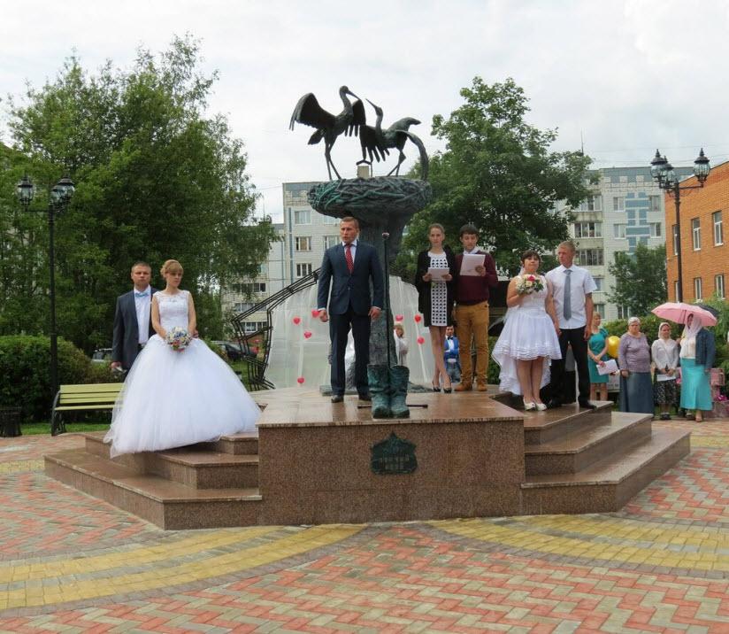 Памятник «Аисты»