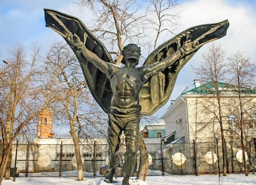 Памятник Никитке-летуну