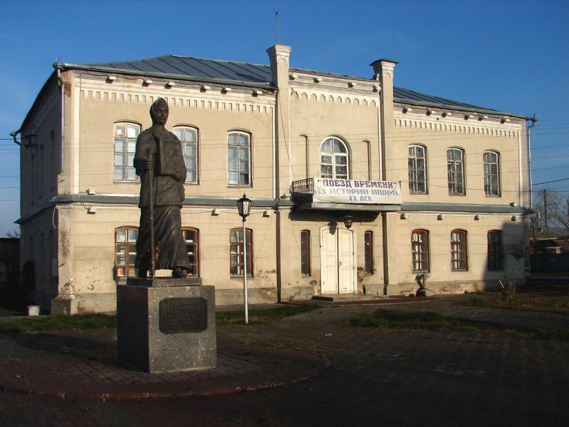 Памятник П.Г. Луполовой