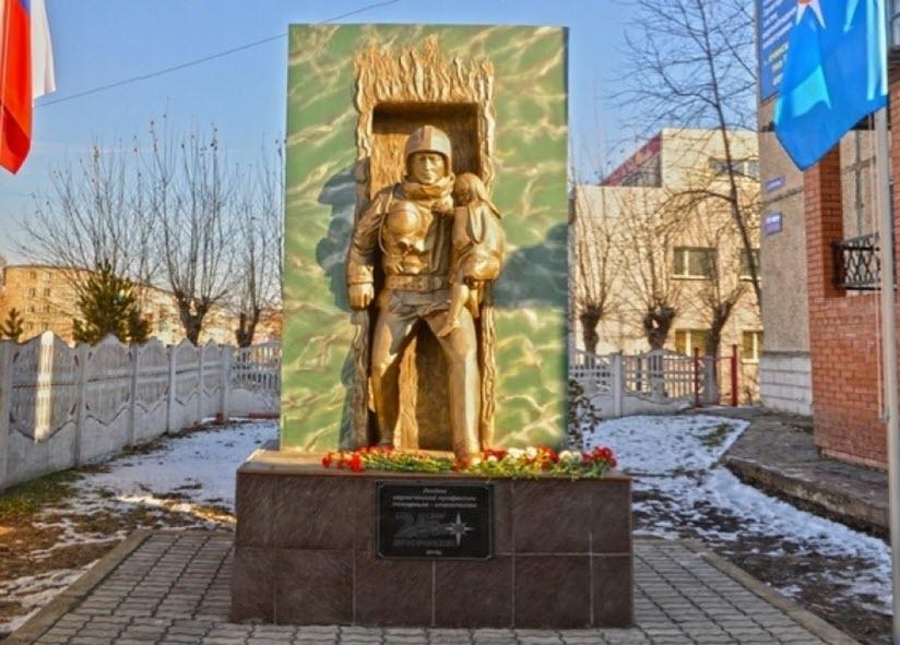 Памятник пожарным-спасателям
