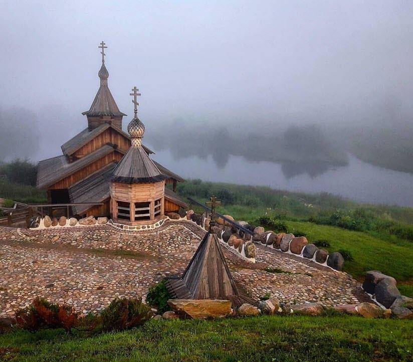 Источник у храма Покрова Богоматери на Высоком